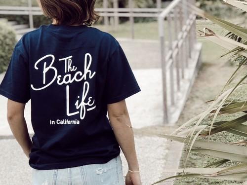 【5/22 21:00販売開始】 Beach Life in CAL Tシャツ(navy)