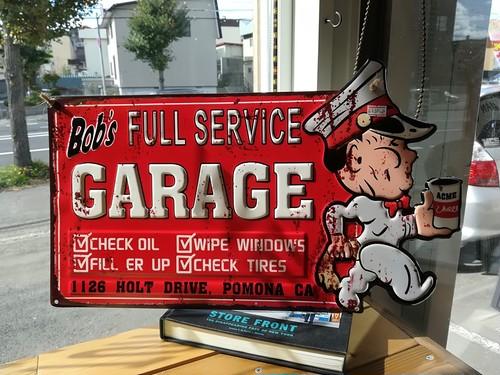 アンティークアメリカンエンボスサイン「Bob'sガレージ」