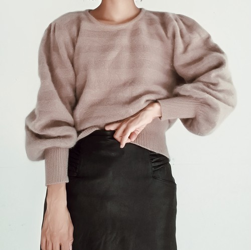 ONE TONE BORDER KNIT SWEATER.