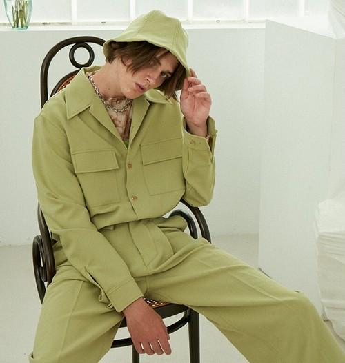 メンズvネックダブルポケット長袖シャツ。開襟タイプグリーンカラー