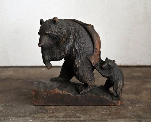 親子熊/鮭を背負う親熊と手伝う子熊