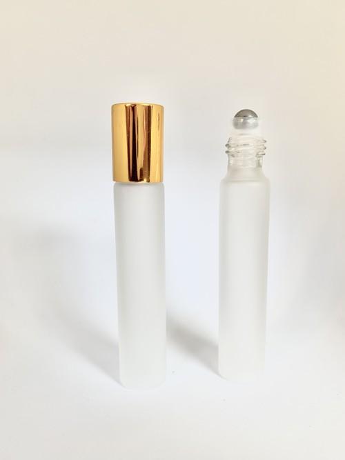 【ロールオンボトル】10nl ゴールドキャップ 高級 フロスト加工 乳白色 遮光瓶 ガラス製 化粧水 容器 美容液 香水 詰替え用 詰替 旅行