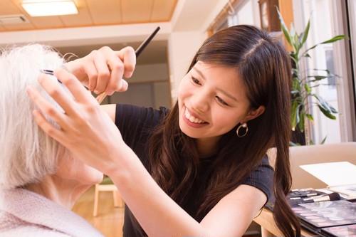 作業療法士・資生堂メイクセラピスト「猪俣亜海」による出張メイク&ワークショップ