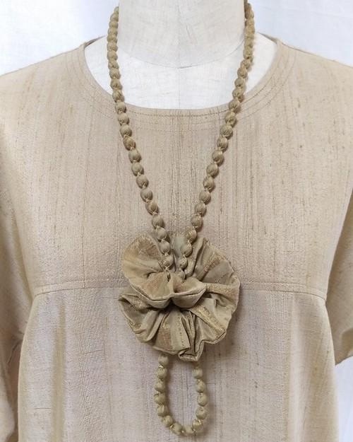 草木染手織りシルク ネックレスとシュシュのセット