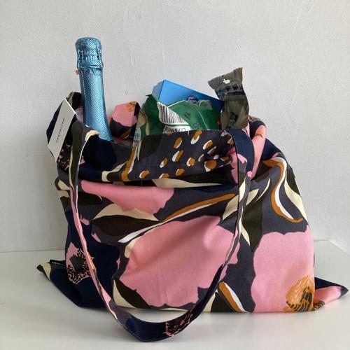 Marimekko(マリメッコ)トートバッグ フィンランド 北欧 布製 植物・花柄 綿100% エコバッグ 洗える 軽い