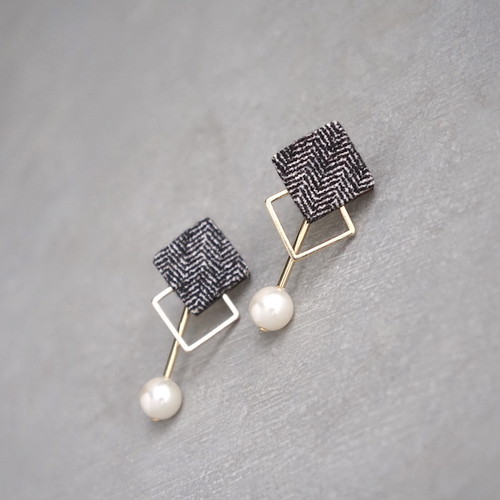 pierced earrings C-P13/earrings C-E13<gold>