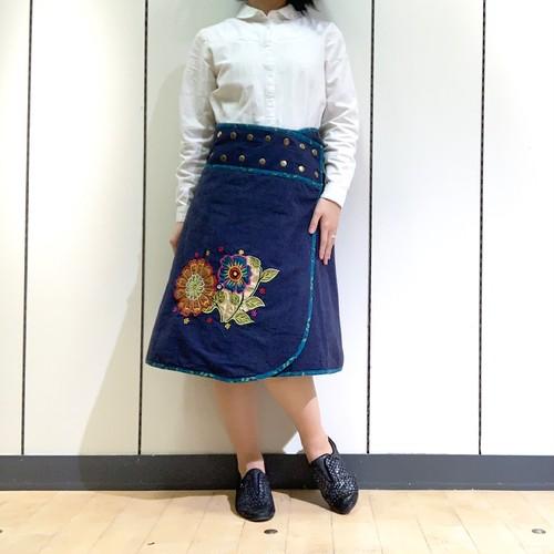 emcn-005 刺繍スナップスカート 紺・ターコイズブルー