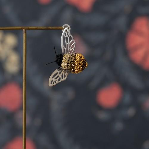 クマバチ シングルピアス