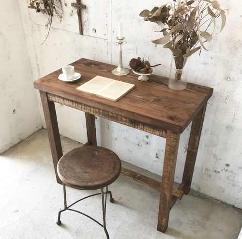 すっきりとした姿の木製デスク[古家具]