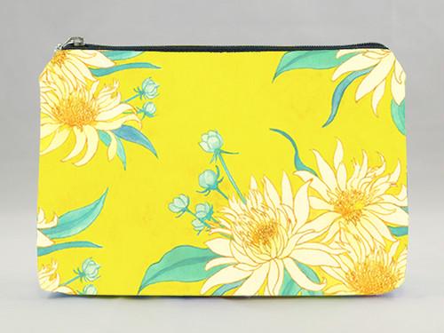 黄色い花のポーチ