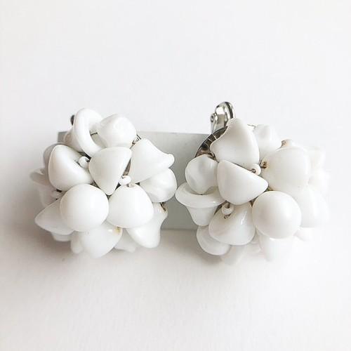milk glass cluster earring[e-1016]