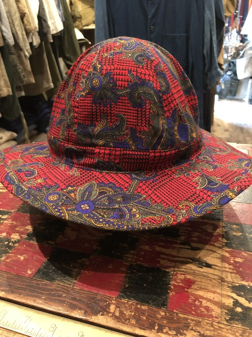 「BRACKETS」 remake hat using vintage British fabric
