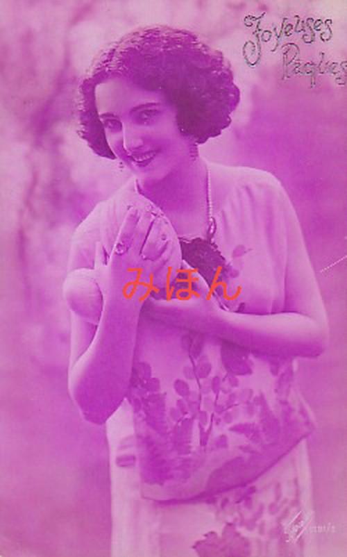 古絵葉書エンタイア「何かを抱く女性」(1921年)