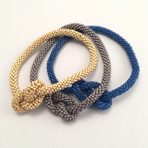 ビーズクロッシェ 15°bracelet beige・brown・blue