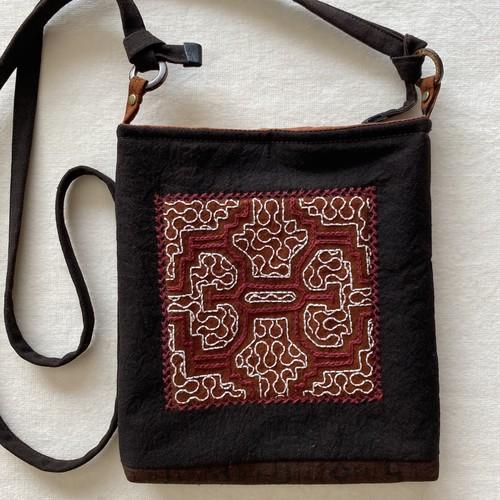 ポシェット15 泥染め刺繍 シピボ族の工芸