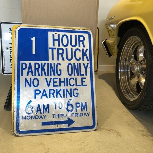 1Hr Truck Parking アメリカンロードサイン トラフィックサイン 道路標識