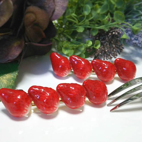 苺のバレッタ