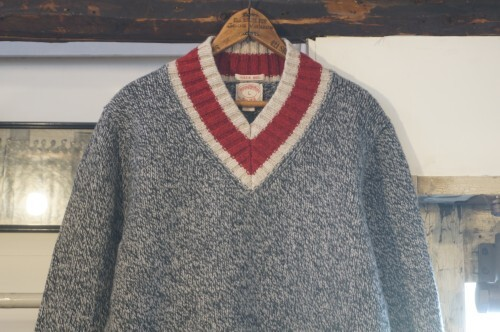 Brooks Brothers college-style V-neck Sweater