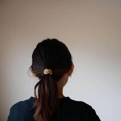 Moon leaf 月の葉ふたつのポニーフック(brass) / YUKIKO MATSUI
