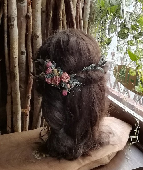 アンティークピンクのドライローズを使った髪飾り