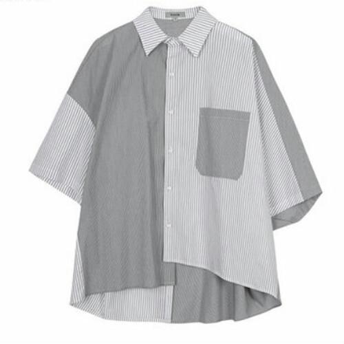 ユニセックスストライプ半袖シャツ。アシンメトリーバイカラー
