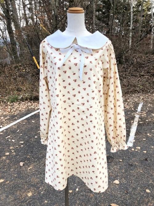 エレガントな花柄と白襟が作るハイブランド風スタイル。 丸襟のモードな長袖ワンピース  一点もの スタイリッシュ 清楚 通勤 通学 コットン100%