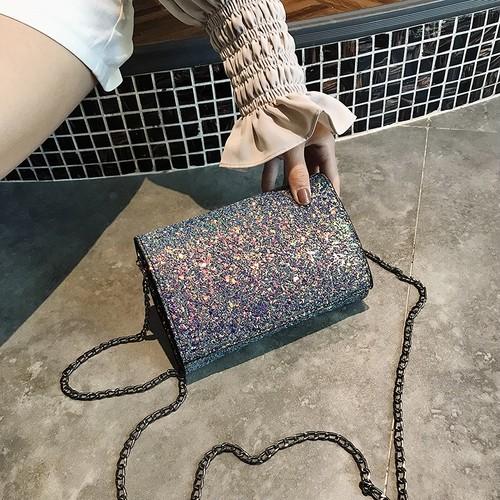 【小物】使い勝手の良いデザインスパンコールラメ入りバッグ16764395