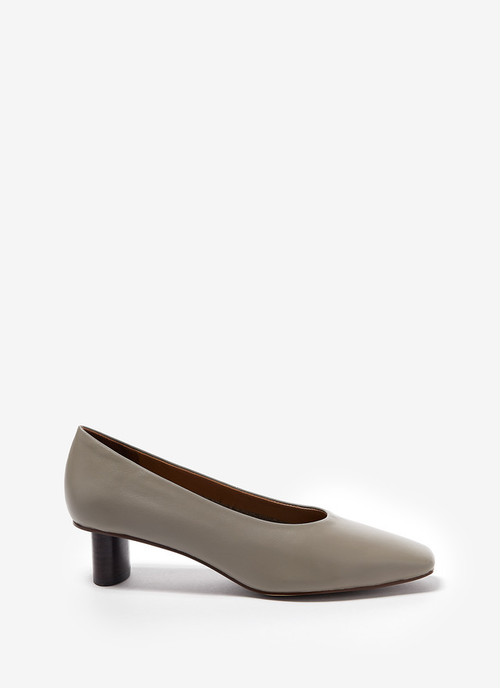 SOFT LEATHER SHOES WITH OVAL SOLID HEEL