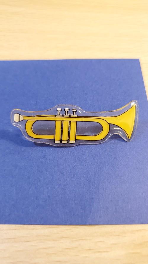 ⑨ トランペット 黄色 ブローチ バッジ 楽器 音楽 吹奏楽 チョウタック 新品未使用