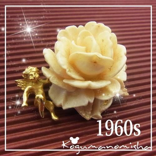 天使と薔薇☆立体感のある彫刻 フェイク アイボリー  ヴィンテージ フラワー ブローチ 1960s