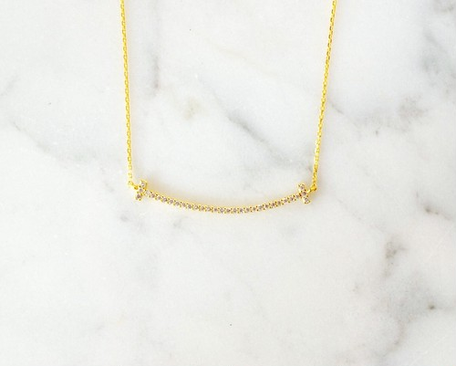 T smile line necklace