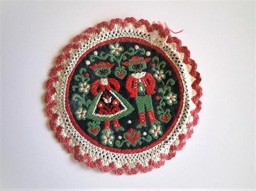 民族衣装の布製刺繍コースター 花瓶敷き オーストリア バイエルン