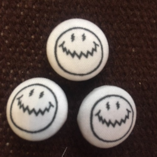 smiley?? BUTTON (s) 1個