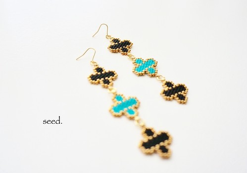 フラワーステッチのピアス 〜black & turquoise〜