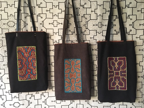 アマゾンの泥染め 刺繍A4縦長バッグ