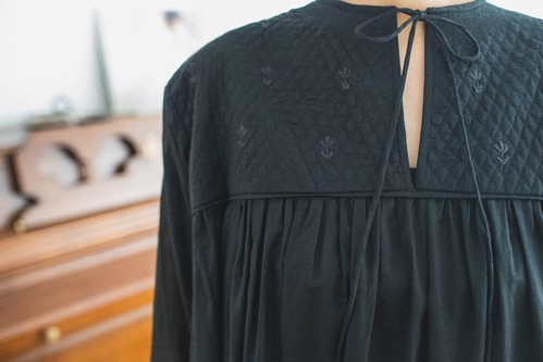 Quilting embroidery dress (Black)