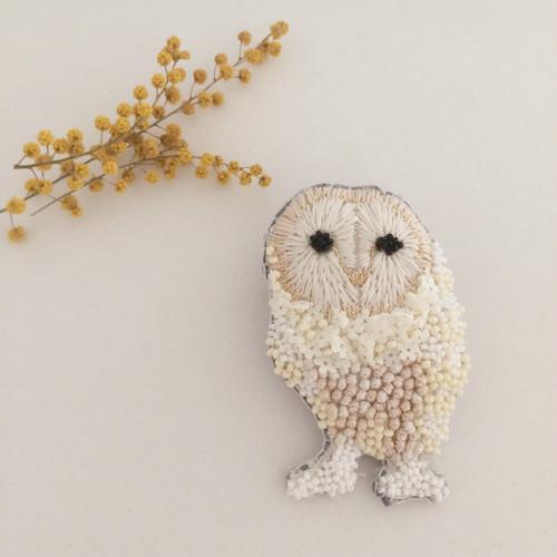 メンフクロウ white flower刺繍ブローチ