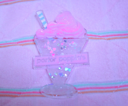 heart acrylic parfait badge *pink