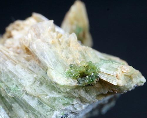 カリフォルニア産 ダイオプサイド + ウバロバイト  39,4g  DPT007 原石 鉱物 天然石 パワーストーン