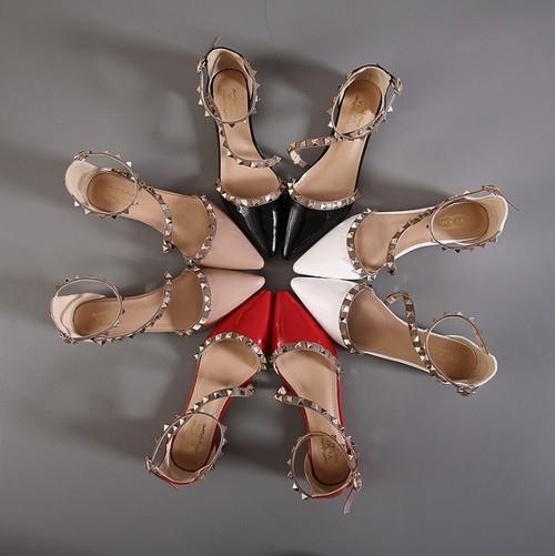 レディース フラットシューズ バレエシューズ 春夏 スタッズ アンクルストラップ カラー豊富 ぺたんこ フラットヒール ポインテッドトゥ 黒 ブラック 白 ホワイト 赤 レッド アプリコット 合皮 エナメル 個性的 エレガント 上品 美脚 歩きやすい 疲れない 韓国
