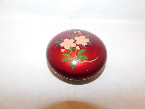 桜蓋物 Urushi lacquer box and cover