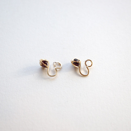 Garnet crumple ear clips