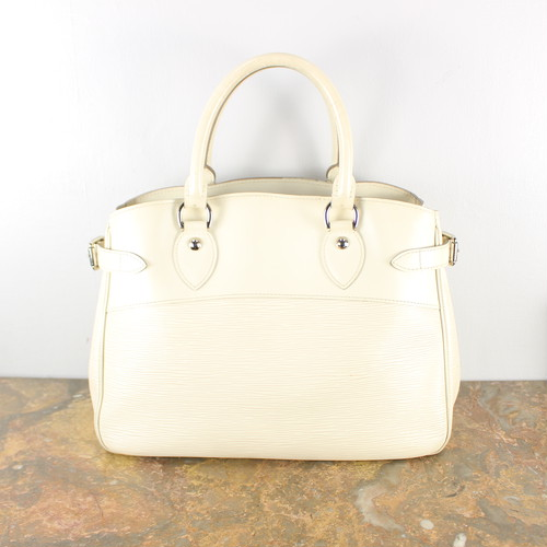 .LOUIS VUITTON  M5926J SN1140 EPI LEATHER HAND BAG MADE IN FRANCE/ルイヴィトンエピパッシィPMレザーハンドバッグ 2000000040332