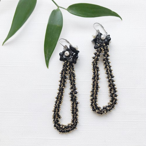 Black flower chain pierce / earring