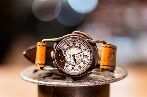 文字盤の一部を焼いた腕時計(Curtis Medium/在庫品)