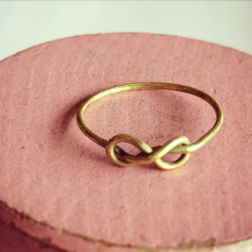 真鍮製「幸せをつかむピンキーリング®」縁を結び想いが実を結ぶリング②