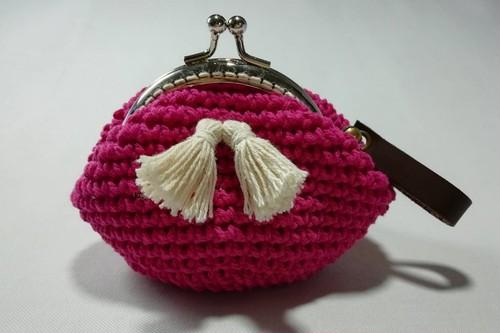 (OB009-9) かぎ編み製コインケース マゼンダピンク(がま口 丸型)合皮ストラップ&鈴丸型付き