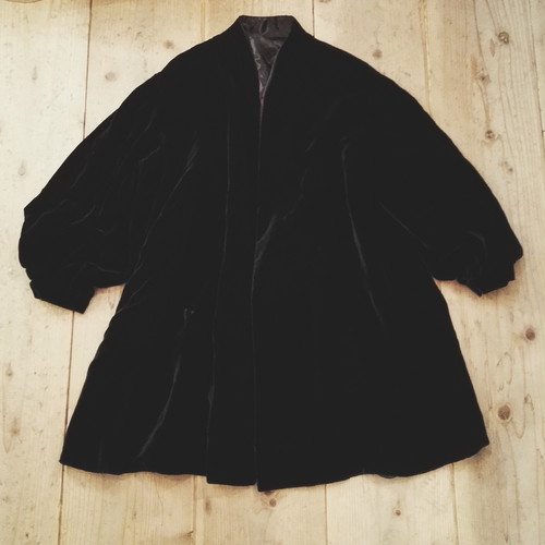 USED VINTAGE / VELOR VOLUME COAT