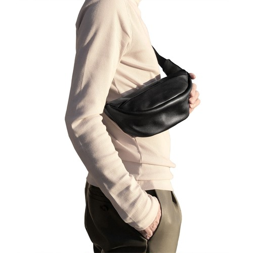 194ABG03 Leather small waist bag 'demi cercle' 19 ボディバッグ