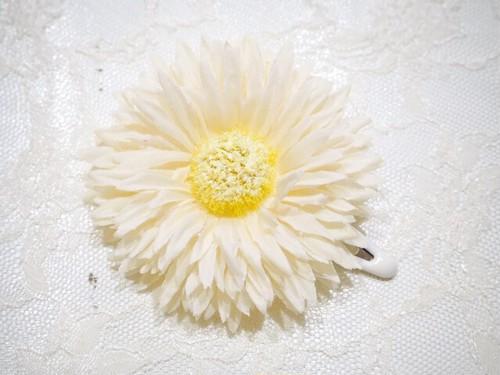 gerbera snap hair clip 〜cream〜